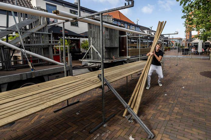 De weekmarkt op het plein wordt om 17.00 uur afgebroken.