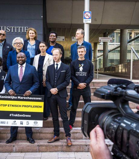 Marechaussee mag ras en huidskleur blijven gebruiken bij vreemdelingentoezicht, zegt rechter in zaak die Eindhovens D66-raadslid aanspande