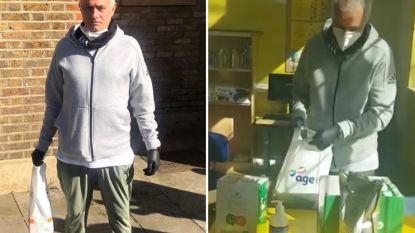 The Generous One: José Mourinho gaat met tasjes vol eten langs Londense deuren