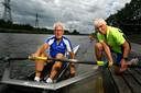 Arno Berkhoudt (77) en zijn vrouw Anneke (79) zaten in de nacht van dinsdag op woensdag (Nederlandse tijd) rechtop in bed nadat de Nederlandse dubbelvier bij de mannen goud won op de Olympische Spelen in Tokio.
