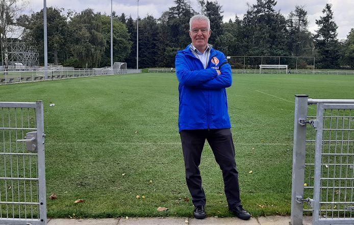 Sef Vergoossen begeleidt nu aanstaand trainers via de KNVB.