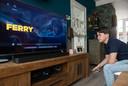 Mika de Wild bekijkt de teaser van de Netflix-film 'Ferry' waarin hij de jonge Ferry Bouman speelt.