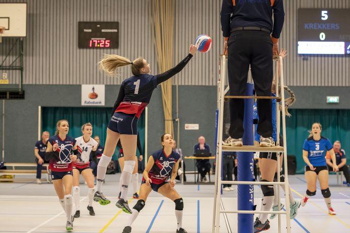 De volleybalcompetities worden niet meer hervat, waardoor Krekkers (links) en Wevo'70 (rechts) dit seizoen niet meer in actie komen.