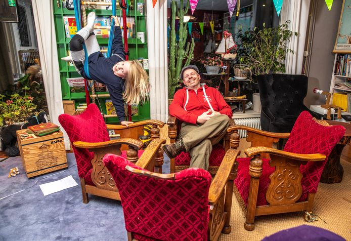 Roy van Veen gaat er nog één keer goed voor zitten voordat hij de stoelen teruggeeft.