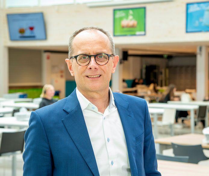 Directeur Adriaan Veenenbos van RSG Slingerbos: ,,Gepersonaliseerd leren was heel succesvol, we schrappen het als keuzerichting, maar we bieden het vanaf volgend schooljaar aan alle leerlingen aan.''