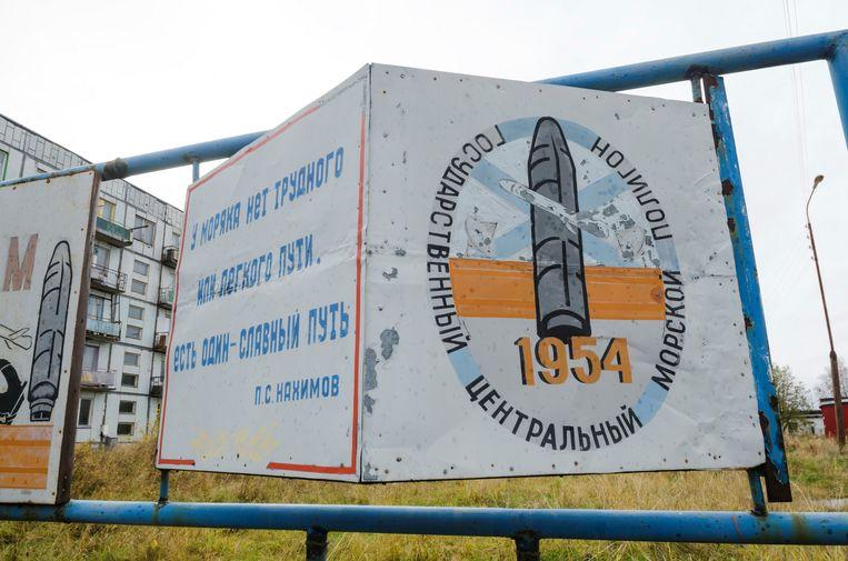 Entree van het militair terrein bij de plaats Nyonoksa in de regio Archangelsk in het noorden van Rusland.