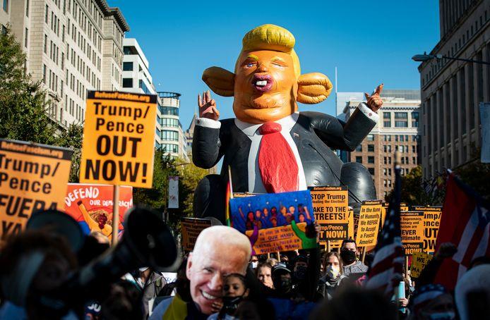 Demonstraties na de verkiezingen in Washington. De uitslag komt snel, is de verwachting, maar wat blijft is de verdeeldheid.