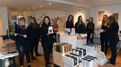 Van koekjes over kaarten tot juwelen: pop-upwinkel van studenten Heilig Graf heeft het allemaal