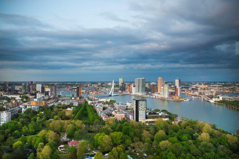 De skyline van Rotterdam vanuit de Euromast Beeld Arie Kievit