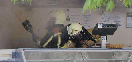 Viskraam flink beschadigd na brand in Goor