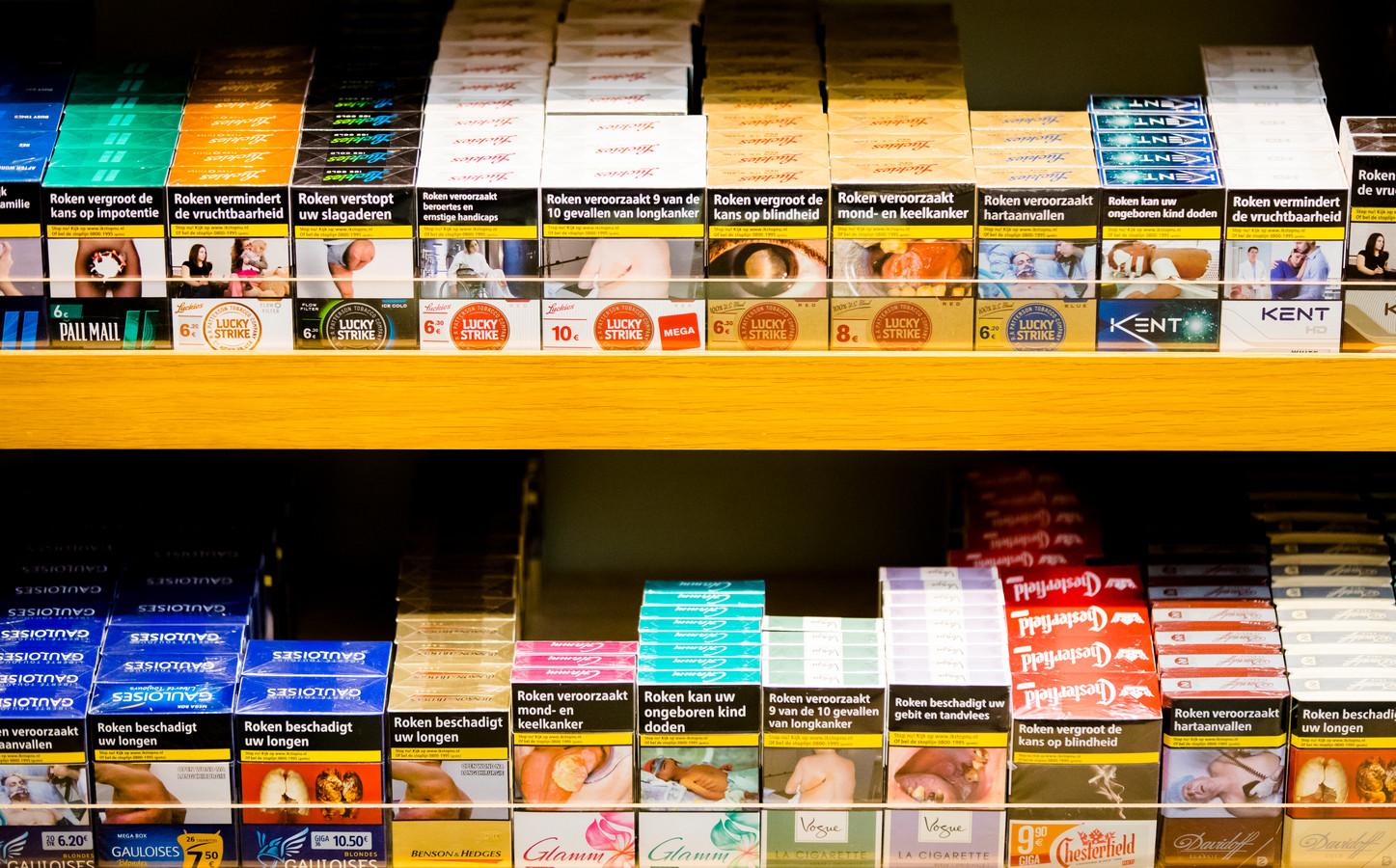 Sigaretten mogen vanaf woensdag niet meer zichtbaar in de schappen liggen in de supermarkten.