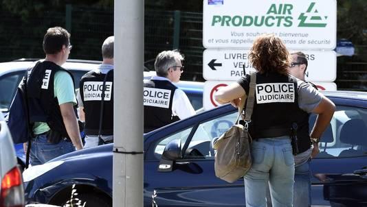 De Franse politie bij het bedrijf.