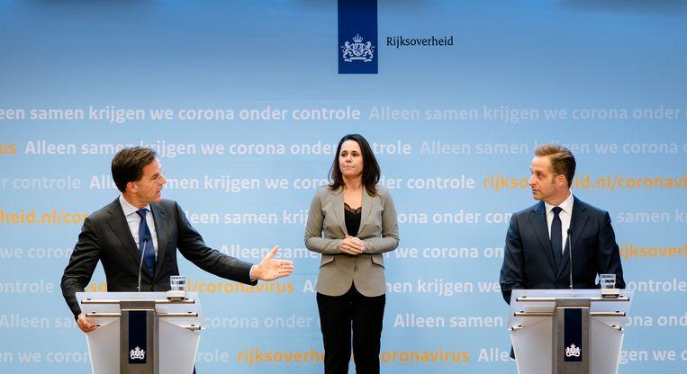 Premier Mark Rutte en minister Hugo de Jonge van Volksgezondheid, Welzijn en Sport (CDA) tijdens de persconferentie na het overleg van de Ministeriele Commissie Crisisbeheersing (MCCb) over het coronavirus. Beeld ANP