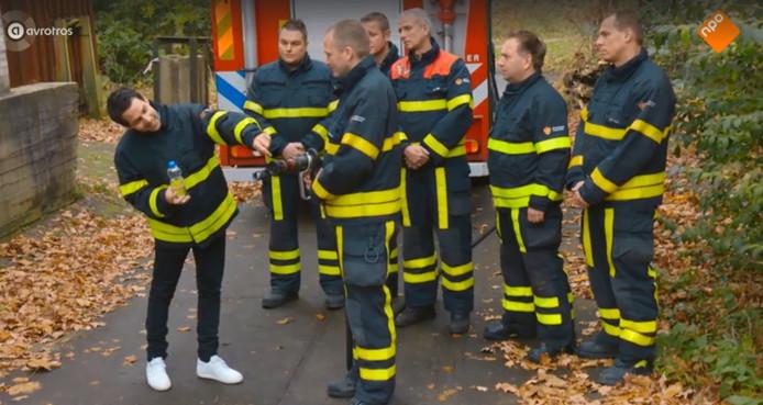 Screenshot MindF*ck met brandweermannen van kazerne Rijswijk.