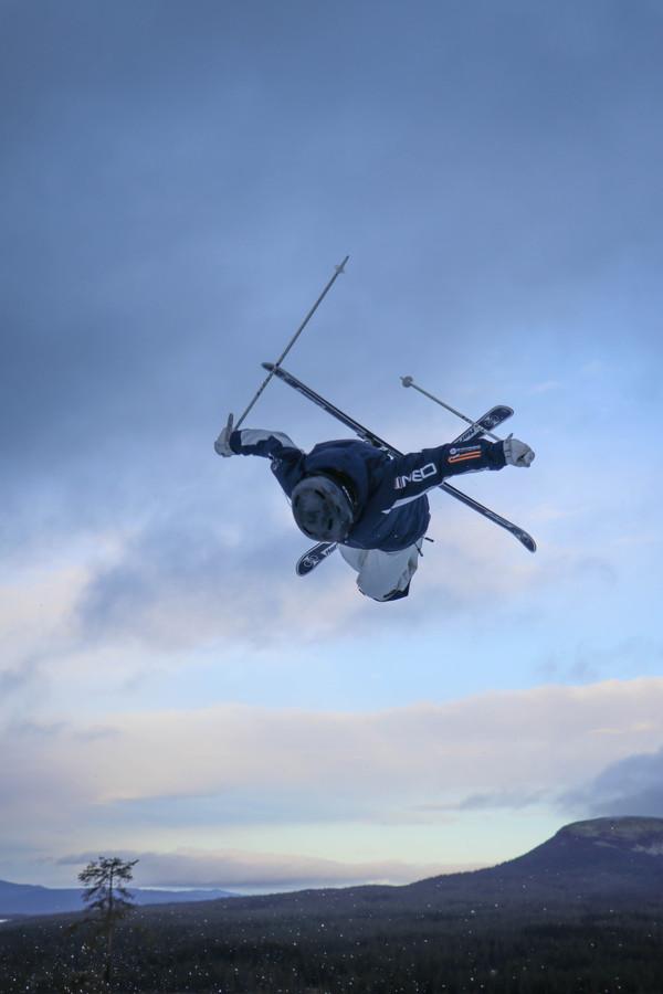 Mogulskiester Janneke Berghuis maakt zich op voor haar wereldbekerdebuut begin december in Finland.