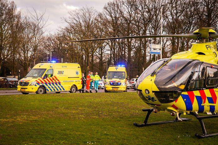 Meerdere ambulances en traumahelikopter ter plaatse na aanrijding Floralaan Oost in Eindhoven
