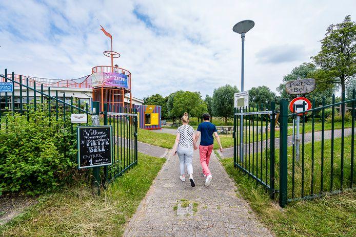 De Rotterdamse speeltuin Pietje Bell in Prinsenland staat ter discussie. De speelplek hoeft niet direct dicht, maar het moet wel anders, vindt beheerder Buurtwerk.