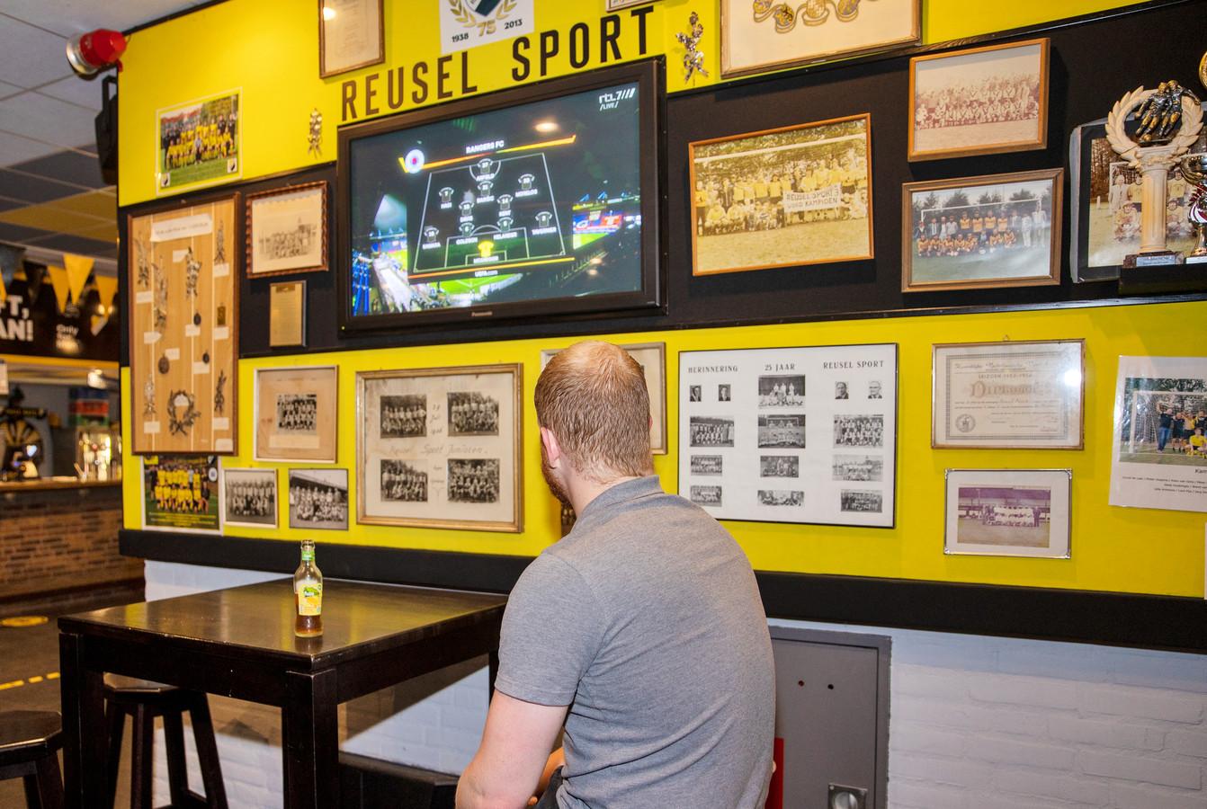 De kantine van Reusel Sport, zo coronaproof mogelijk.