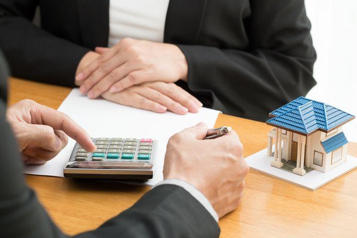 Hypotheekverstrekkers hebben het momenteel erg druk met oversluiters. De rente is laag en met name ouderen zien kans hun huis te verduurzamen.