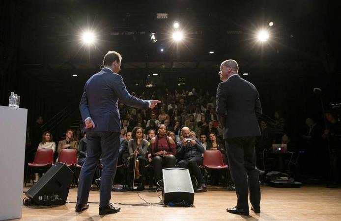 Kandidaat-lijsttrekkers van de PvdA Diederik Samsom en Lodewijk Asscher debatteerden in Theater de Vaillant in Den Haag voor het leiderschap van de partij.