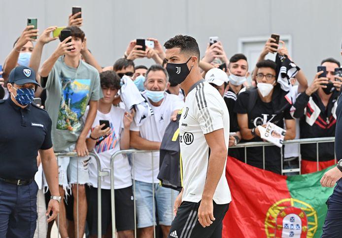 Ronaldo maakte graag tijd voor foto's en handtekeningen.