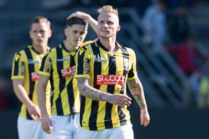 Alexander Büttner (hier in Almelo) mag dit seizoen niet meer uitkomen voor Jong Vitesse: hij heeft te veel wedstrijden in de hoofdmacht gespeeld.