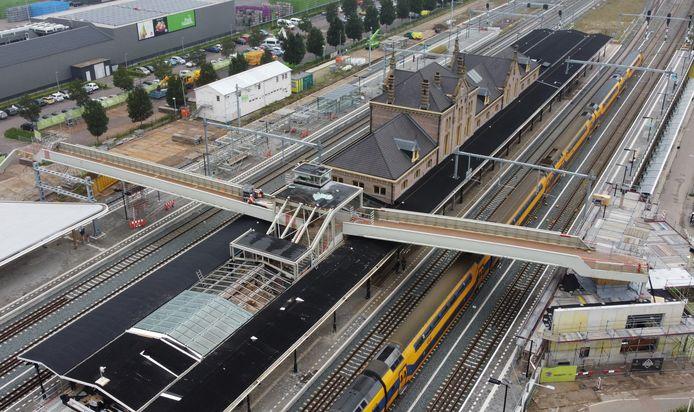 Van zaterdag tot en met vrijdag wordt de hooggelegen traverse op station Geldermalsen verwijderd.