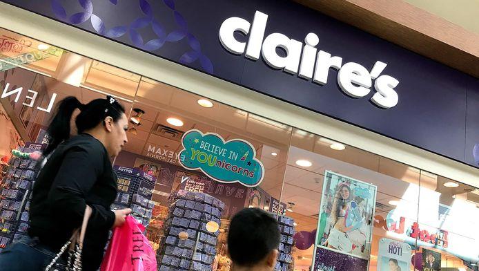 Deux produits de la marque Claire's, distribués en Belgique, contiennent de faibles quantités d'amiante, selon le SPF Santé publique.