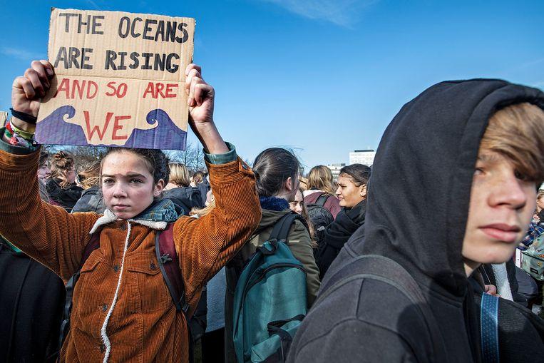 Scholieren bij een klimaatdemonstratie in Den Haag, in 2019. Beeld Guus Dubbelman/de Volkskrant