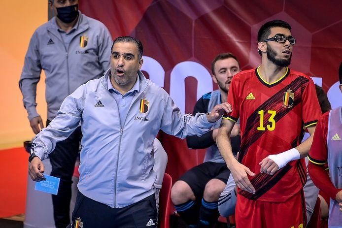 Abdelhalim Ettalaki neemt de richtlijnen van bondscoach Karim Bachar ter harte.