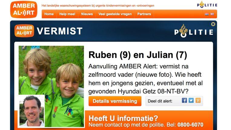 Screenshot van het tweede Amber Alert dat de politie voor twee jongens uit Zeist heeft afgegeven. Beeld ANP Communique