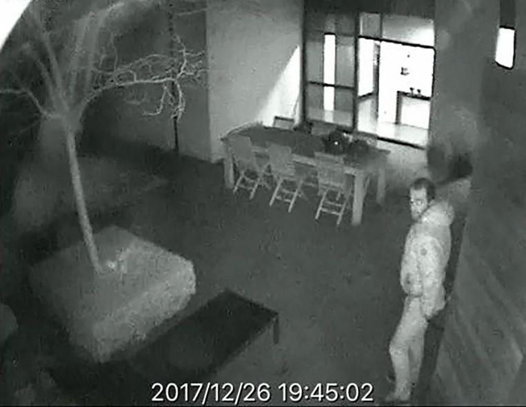 De daders werden gefilmd door buitencamera's.
