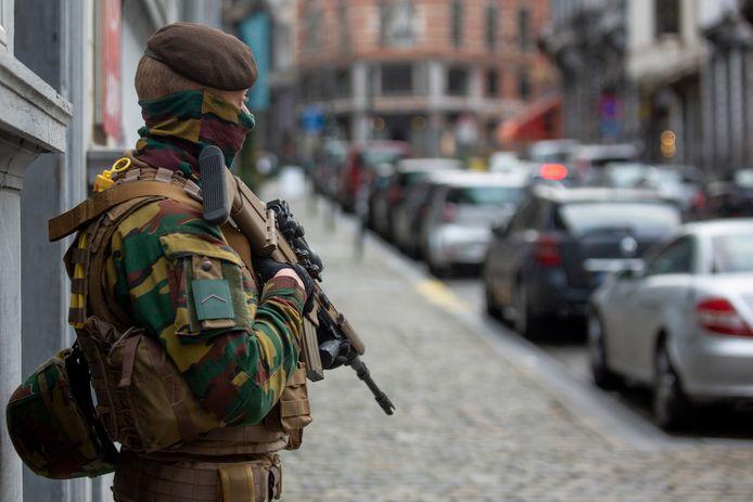 Actuellement, 420 militaires sont engagés 24 heures sur 24 et sept jours sur sept en soutien de la police intégrée.