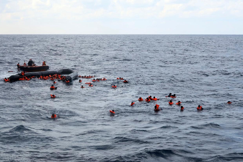 Vluchtelingen worden uit zee gered door de Spaanse NGO Proactiva Open Arms vorige maand.