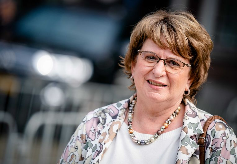 Mariëtte Hamer ontving vrijdag Rijkswaterstaat, de studiebeurzen van Duo, het UWV en Pechtold van de rijbewijzen. Waarom niet de baggeraars of de boswachters? Beeld ANP