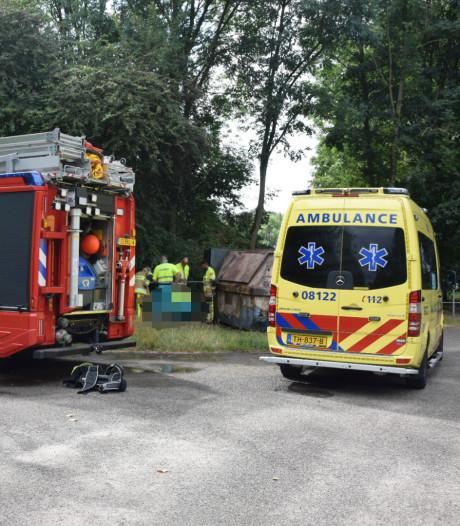 Brandweerman raakt gewond bij containerbrand bij Wylermeer