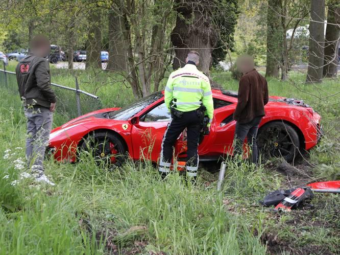 Dashcam filmt crash peperdure Ferrari, bestuurder mogelijk onder invloed van drugs