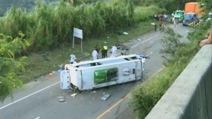VIDEO. Zeker 13 doden nadat bus vol basketbalspelers crasht in Colombia