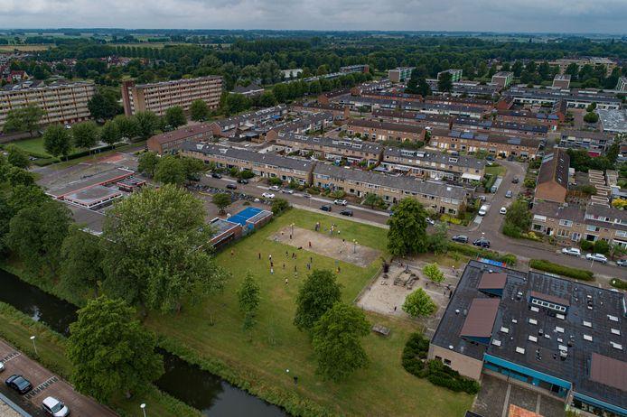 De locatie voor het tweede tiny forest in Kampen, naast de Willem van Oranjeschool.