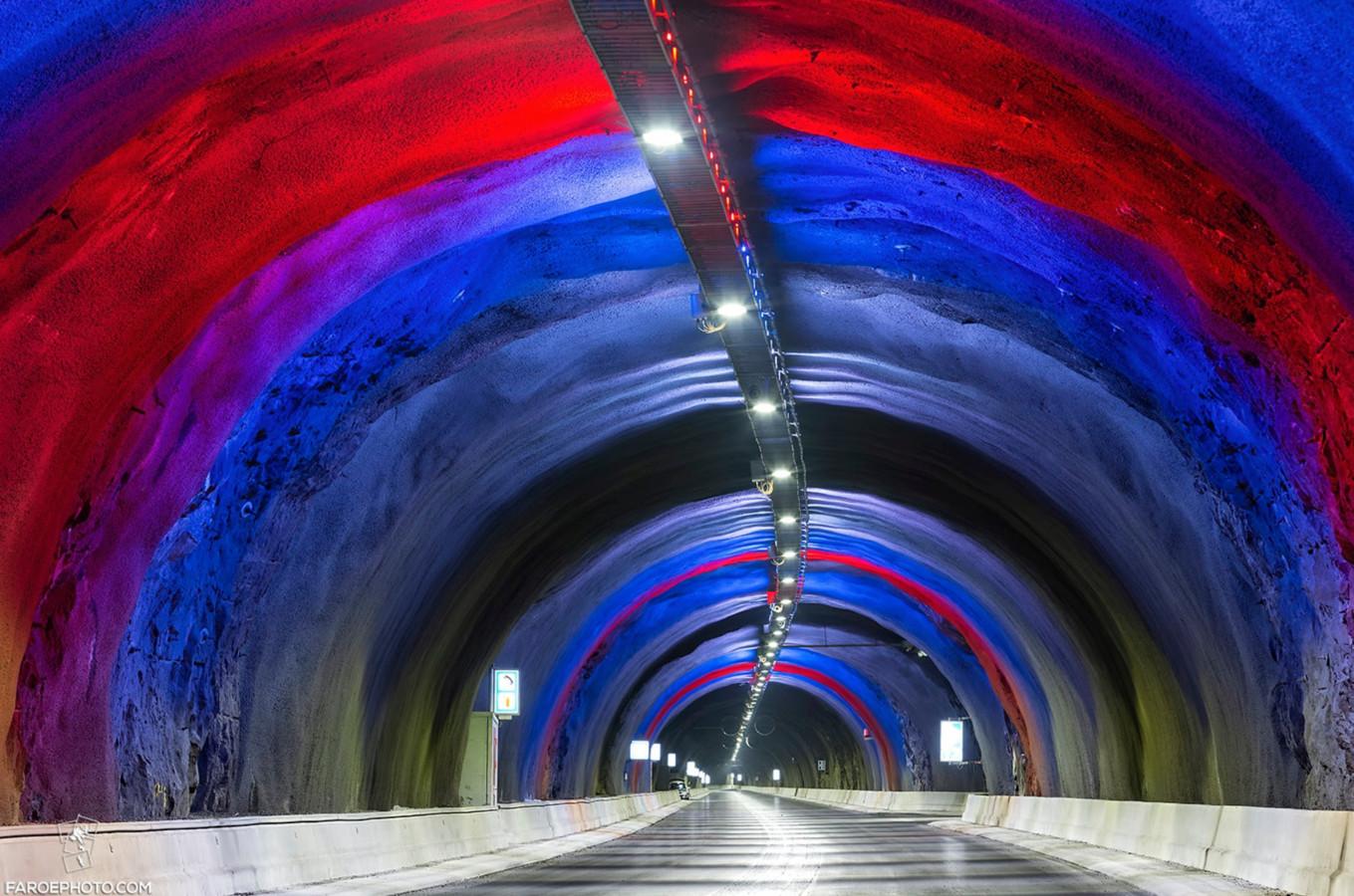 Faeröer eilanden openen indrukwekkende onderzeese tunnel van 11 kilometer lang.