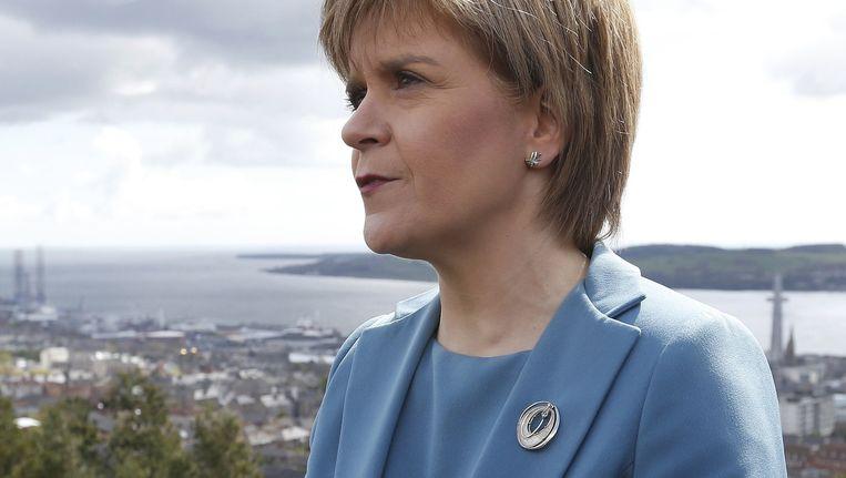 Nicola Sturgeon op campagne in Dundee, Schotland. Beeld reuters