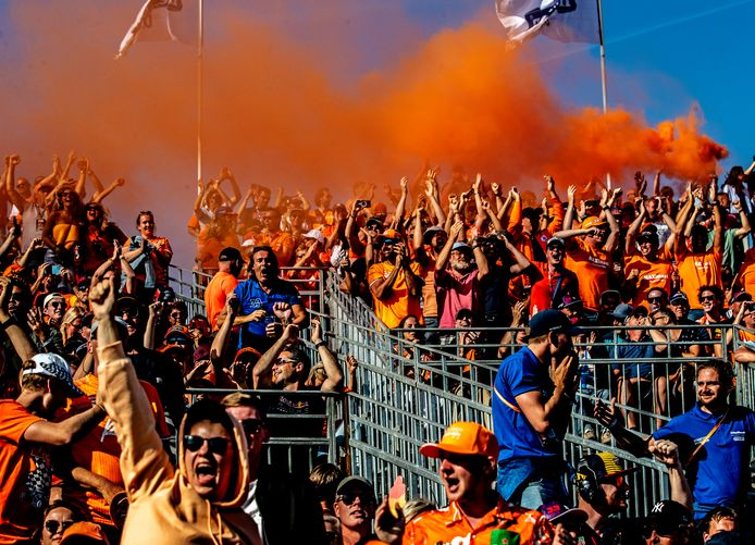 Fans op de tribune in Zandvoort.