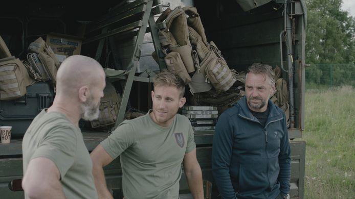 """Tom naast begeleider Stijn. """"Special forces zijn geen ijskoude killers, maar warme mensen"""", aldus de presentator."""