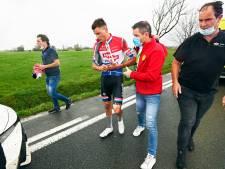 Van der Poel 'is misselijk en heeft zere nek' na val in greppel tijdens Driedaagse Brugge-De Panne