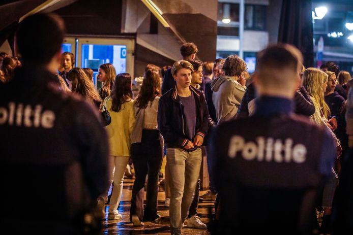 De politie had vorige zomer één week de handen vol aan Nederlandse jongeren. Zo'n scenario willen ze deze zomer vermijden.