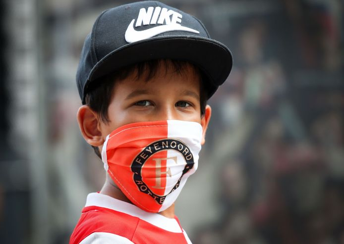 Tijdens de oefenwedstrijden moesten de supporters van Feyenoord, Sparta en Excelsior een mondkapje op.