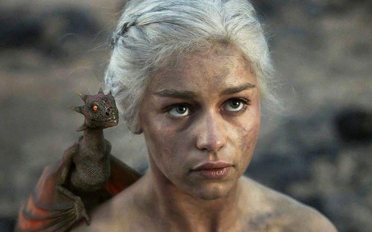 Emilia Clarke in 'Game of Thrones'. Het laatste seizoen wordt in april uitgezonden. Beeld HBO