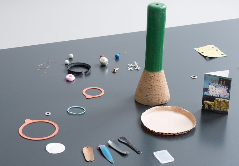 Martin La Roche, Unfolding a string, 2015 - De Appel Beeld Cassander Eeftinck Schattenkerk