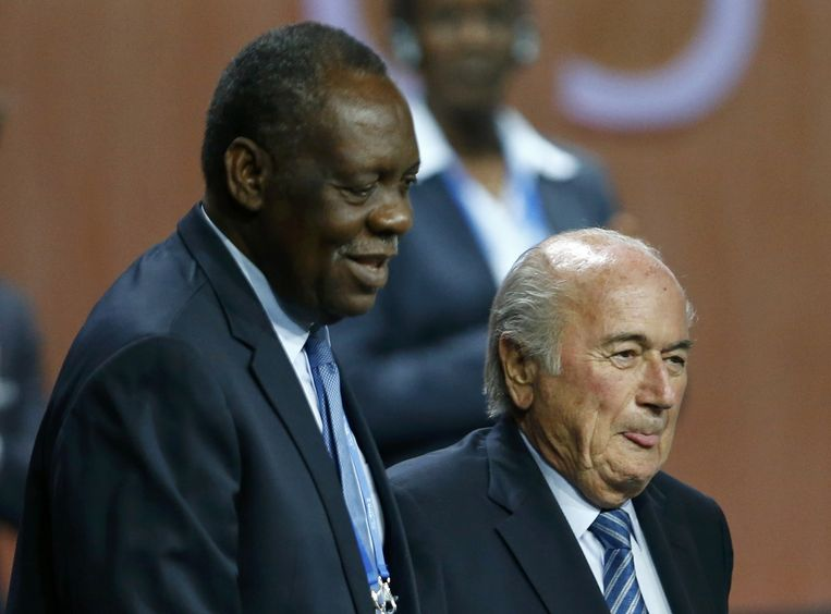 Issa Hayatou (links) met Sepp Blatter.
