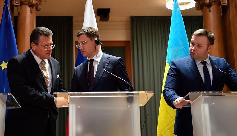 Vicepresident van de Europese Unie Maros Sefcovic, Ruslands energieminister Alexander Novak en de Oekraïense energieminister Oleksiy Orzhel geven een gezamenlijke persconferentie eerder deze maand.